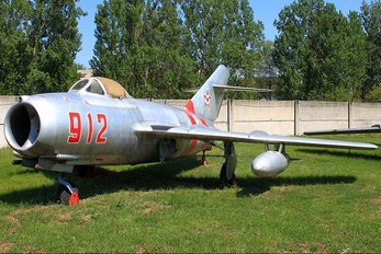 912 - Hungary - Air Force Mikoyan-Gurevich MiG-15bis