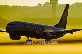 EI-EFM - Ryanair Boeing 737-800