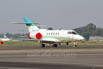 M-ALBA - Private Hawker Beechcraft 800