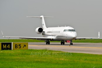 M-ANTA - Private Canadair CL-600 Challenger 850