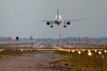 EI-DTL - Alitalia Airbus A320