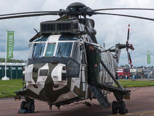 ZE425 - Royal Navy Westland Sea King HC.4