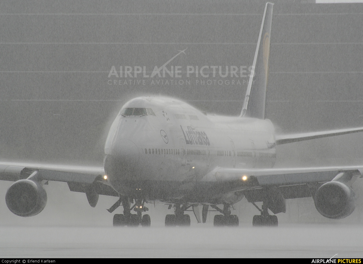 Lufthansa D-ABVW aircraft at Miami Intl