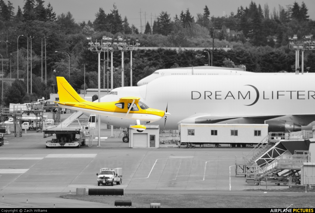 Private N322MX aircraft at Everett - Snohomish County / Paine Field