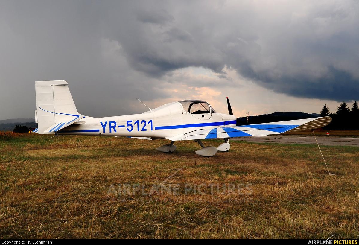 Private YR-5121 aircraft at Floreni