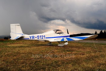 YR-5121 - Private Aerostar Festival