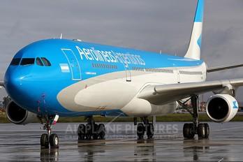 F-GNIH - Aerolineas Argentinas Airbus A340-300