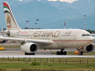 A6-EYI - Etihad Airways Airbus A330-200