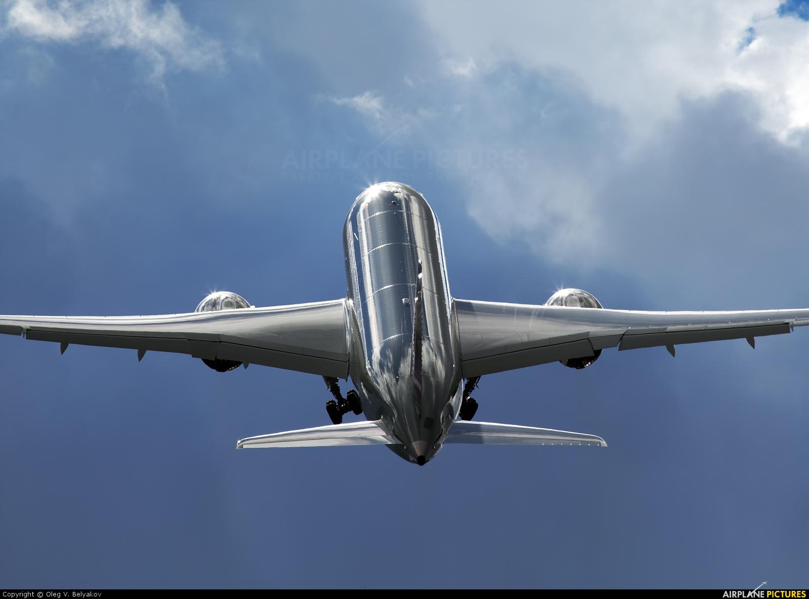 Qatar Airways N10187 aircraft at Farnborough