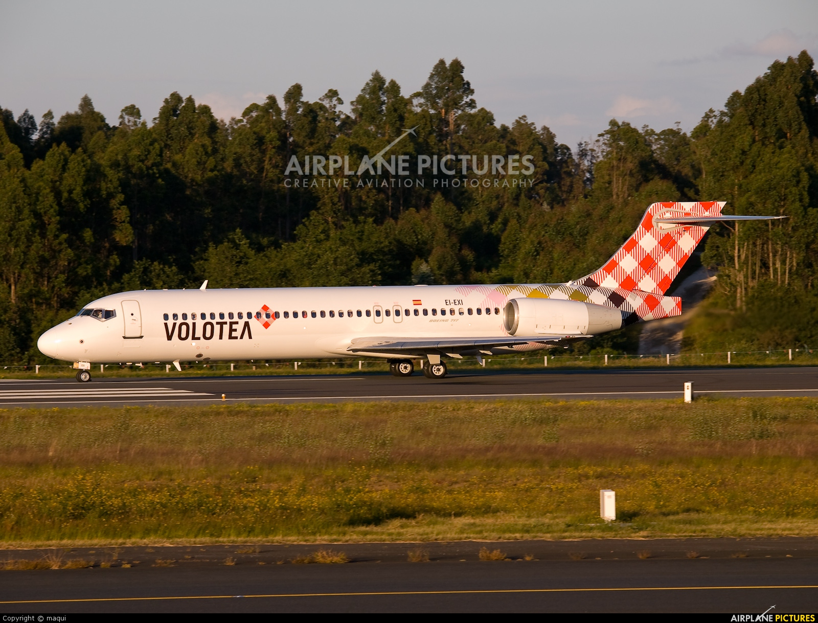 Volotea Airlines EI-EXI aircraft at Santiago de Compostela