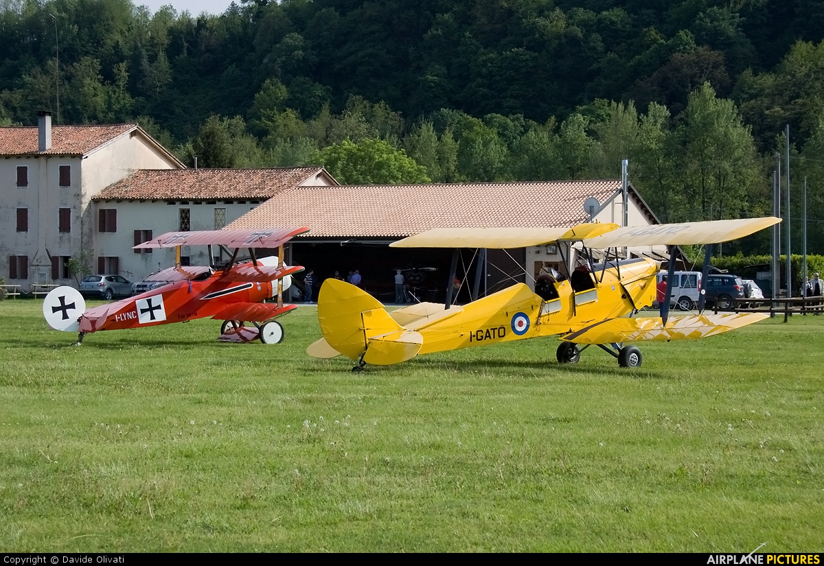 Private I-GATO aircraft at Nervesa della Battaglia