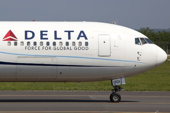 N171DZ - Delta Air Lines Boeing 767-300ER