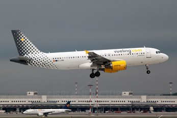 EC-LRN - Vueling Airlines Airbus A320
