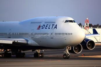 N676NW - Delta Air Lines Boeing 747-400