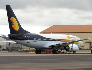 VT-JNV - Jet Airways Boeing 737-700