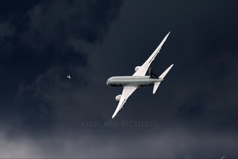 N10187 - Qatar Airways Boeing 787-8 Dreamliner