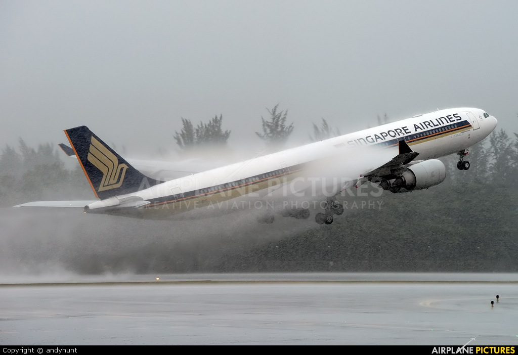 Singapore Airlines 9V-SGC aircraft at Singapore - Changi