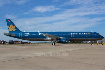 D-AVZY - Vietnam Airlines Airbus A321