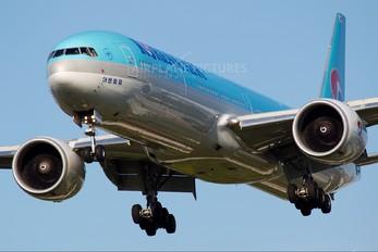 HL8209 - Korean Air Boeing 777-300ER