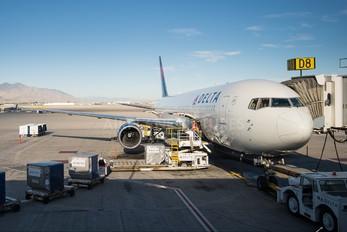N130DL - Delta Air Lines Boeing 767-300