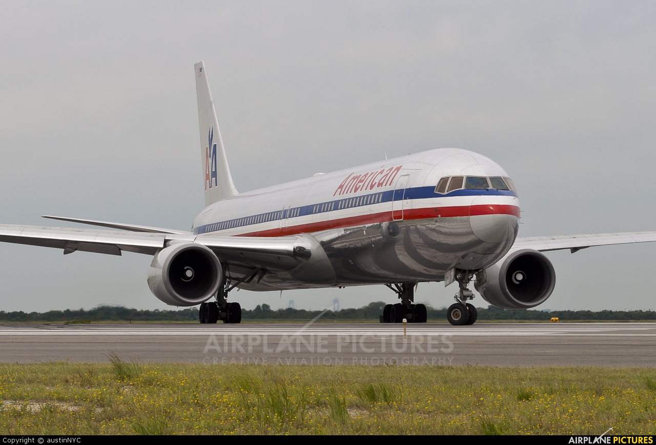 N374AA - American Airlines Boeing 767-300 at New York ...