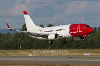 LN-KHA - Norwegian Air Shuttle Boeing 737-300