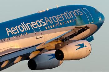 LV-CSF - Aerolineas Argentinas Airbus A340-300
