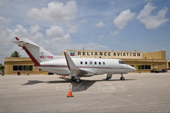 N671RR - Private Hawker Beechcraft 800