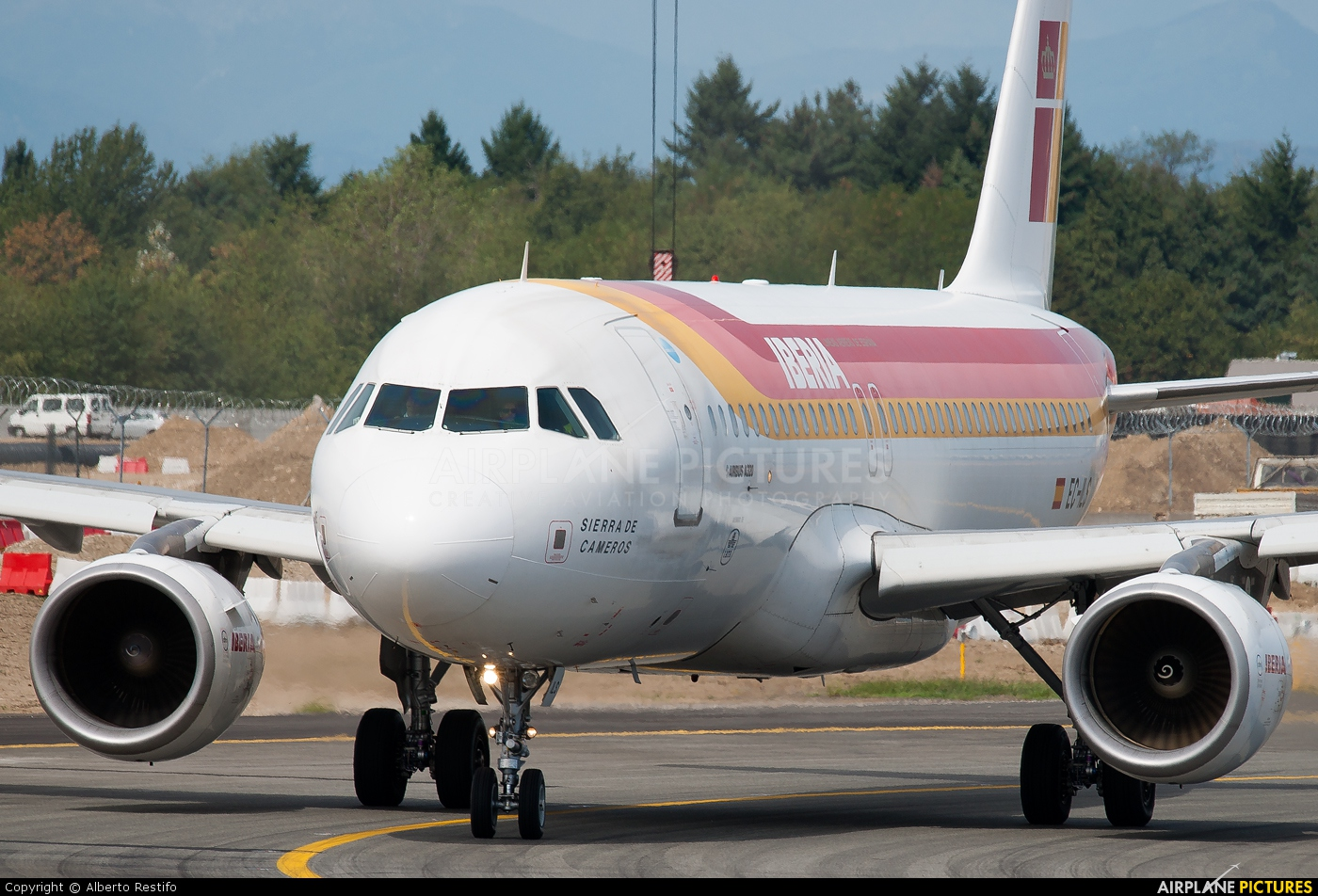 Iberia EC-ILS aircraft at Milan - Malpensa