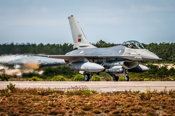 15107 - Portugal - Air Force General Dynamics F-16A Fighting Falcon
