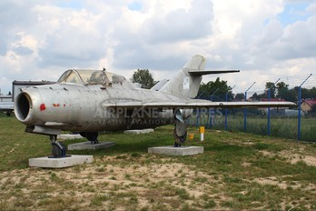 905 - Poland - Air Force PZL Lim-2 SB