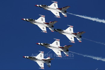 - - USA - Air Force : Thunderbirds General Dynamics F-16C Fighting Falcon