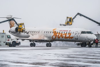 C-GFJZ - Air Canada Jazz Canadair CL-600 CRJ-700