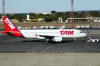 PR-MAS - TAM Airbus A320