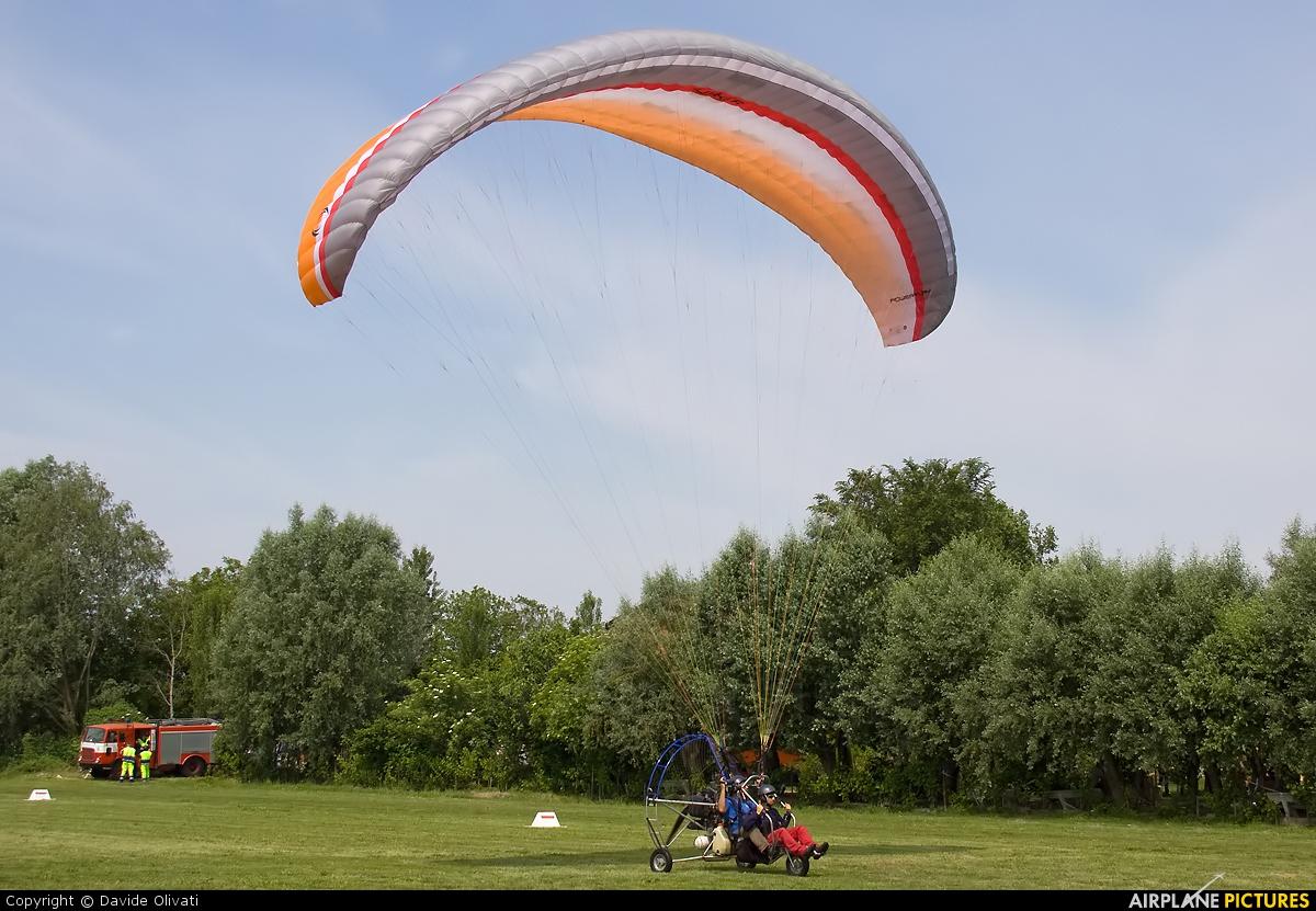 Private Parachute ParaSailing At Bergamo  Caravaggio  Photo ID 236318  Ai