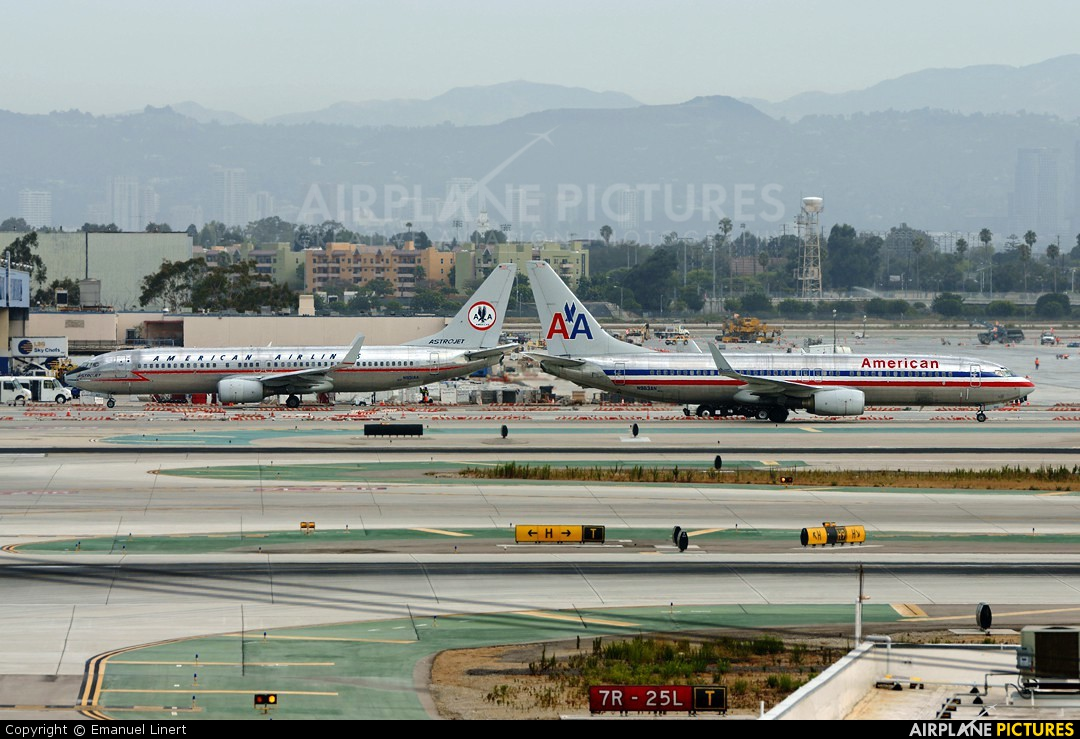American Airlines N951AA aircraft at Los Angeles Intl