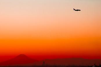 - - JAL - Japan Airlines Boeing 747-400