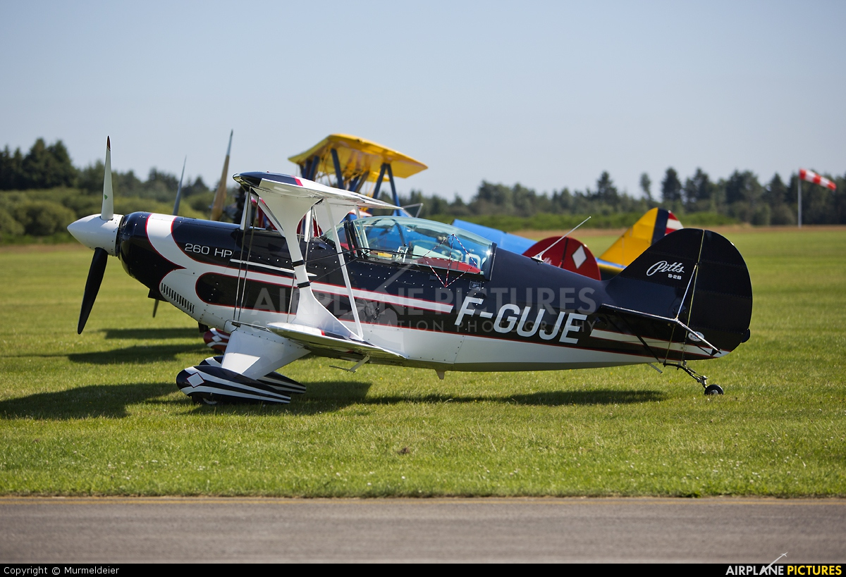 Private F-GUJE aircraft at St Hubert