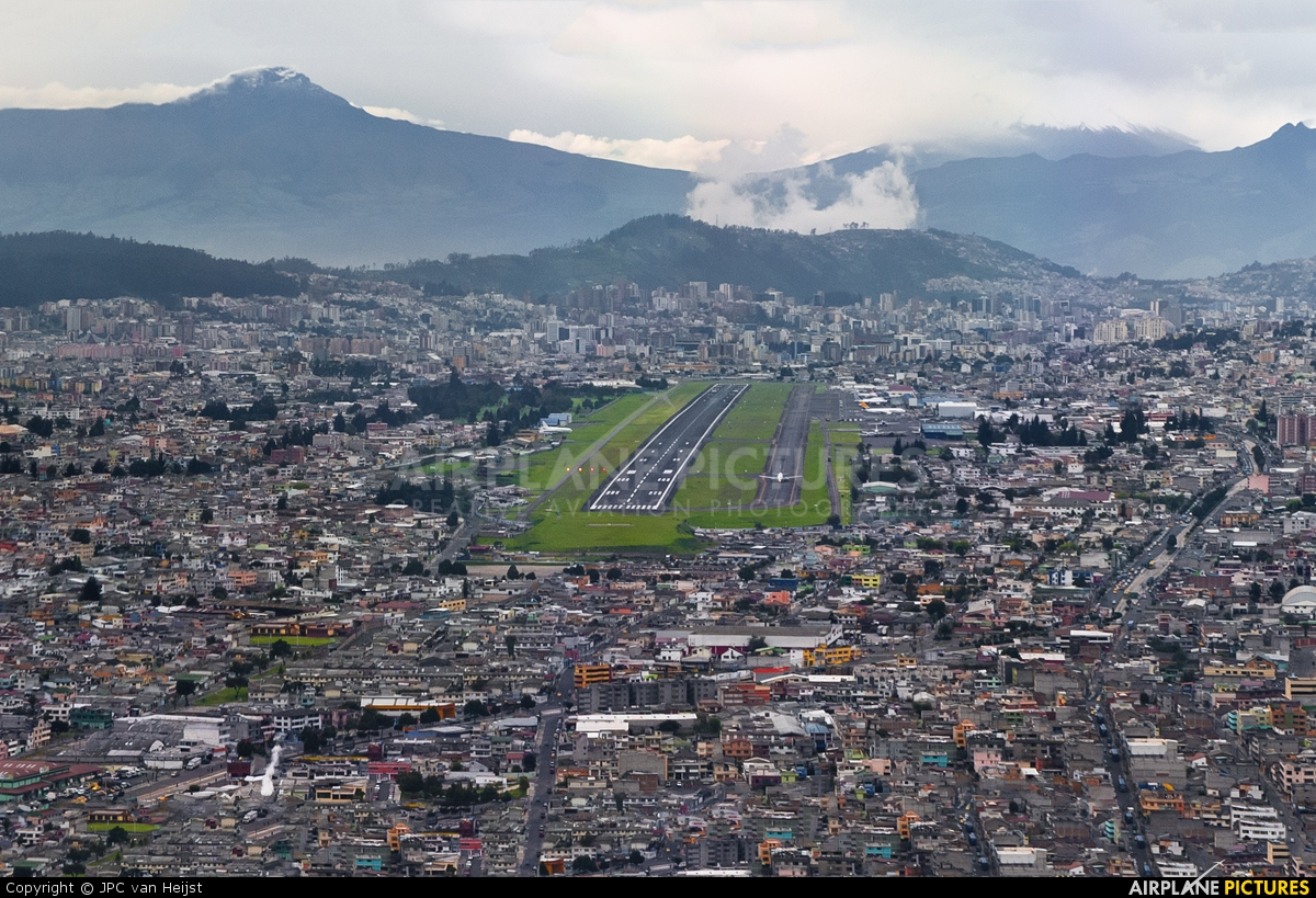 Aeroporto Quito : Airport overview overall view at