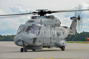 MM81581 - Italy - Navy NH Industries NH-90 TTH