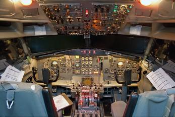 - - Simulator Boeing 727-200 (Adv)
