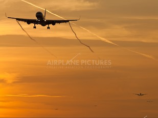 N18112 - United Airlines Boeing 757-200