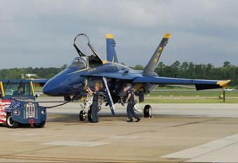 163451 - USA - Navy : Blue Angels McDonnell Douglas F/A-18A Hornet