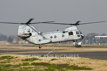 154855 - USA - Marine Corps Boeing CH-46E Sea Knight