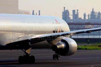 JA264J - JAL - Japan Airlines Boeing 767-300