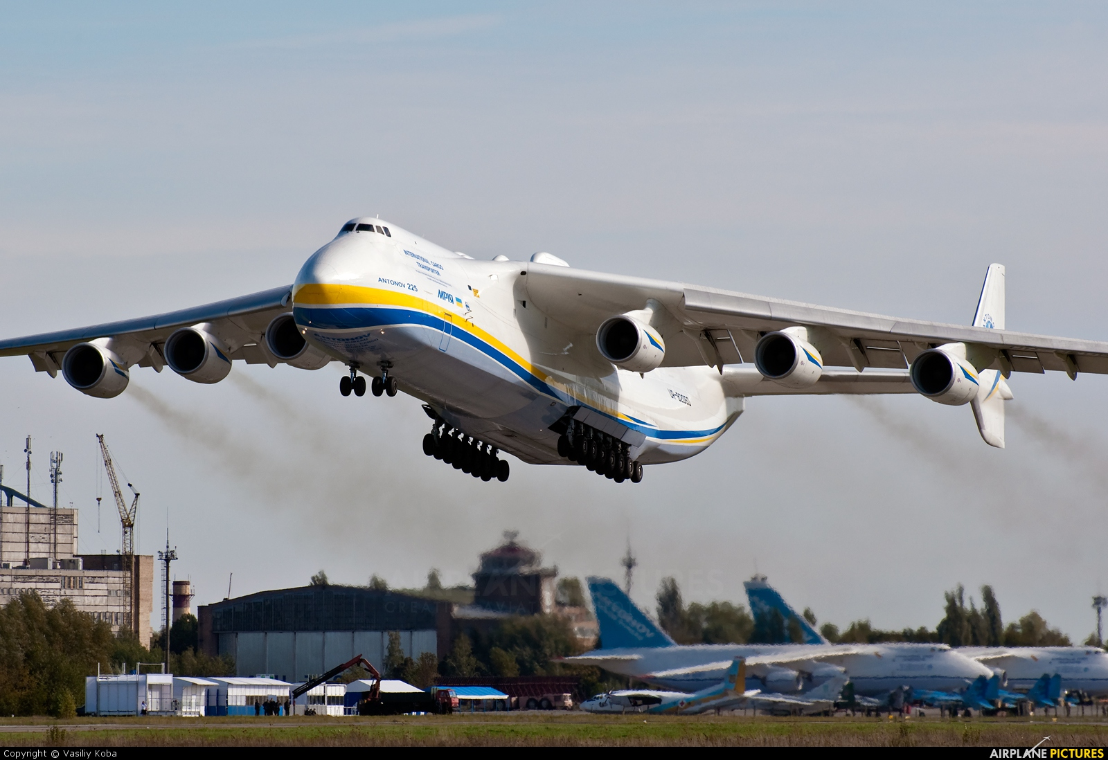 ur 82060 antonov airlines design bureau antonov an 225 mriya at kiev gostomel photo id. Black Bedroom Furniture Sets. Home Design Ideas