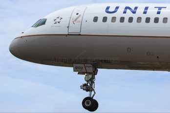 N33132 - United Airlines Boeing 757-200
