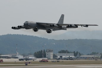 60-0035 - USA - Air Force Boeing B-52H Stratofortress