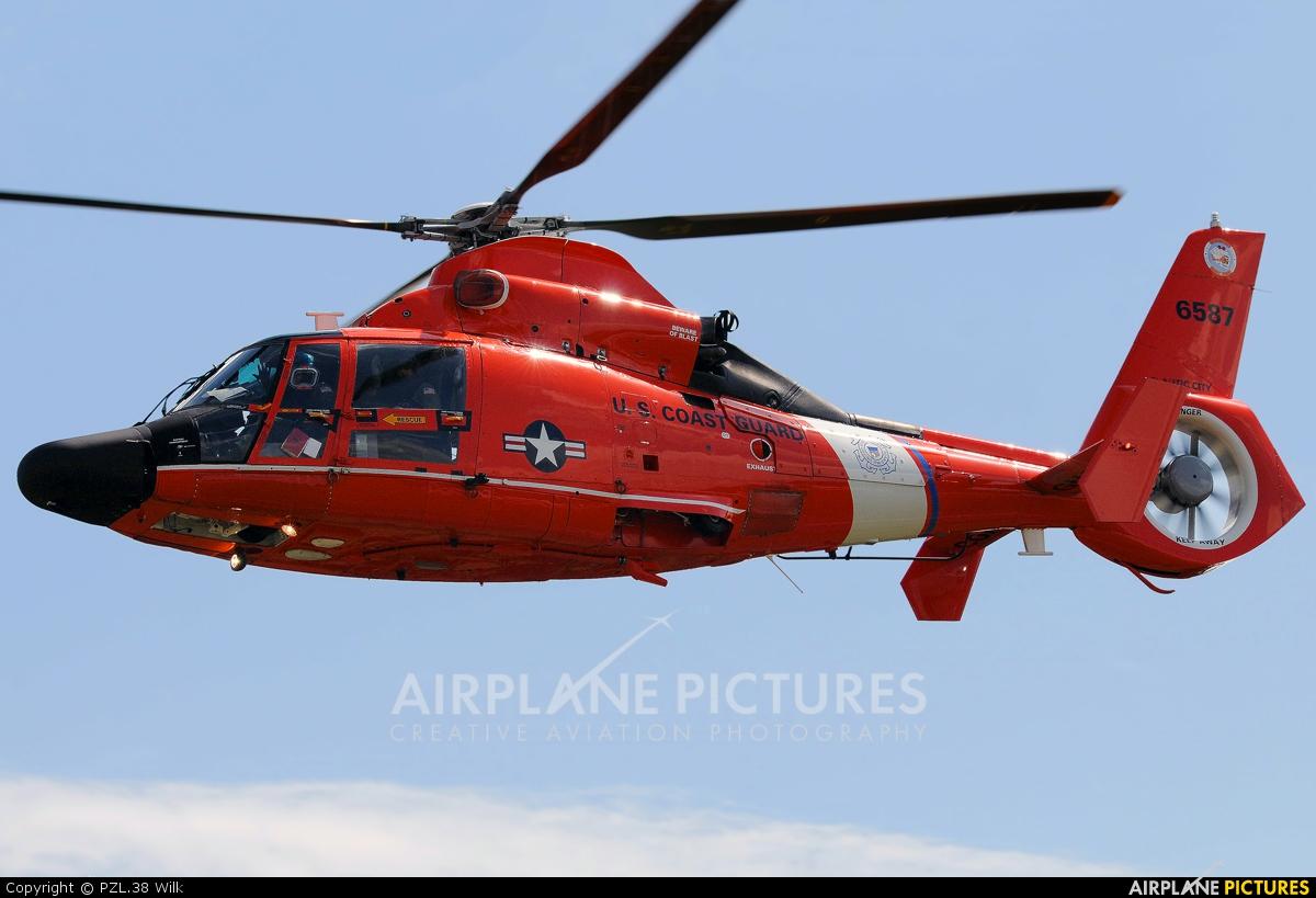 USA - Coast Guard 6587 aircraft at Toughkenamon - New Garden Flying Field