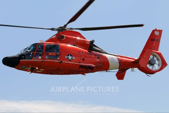 6587 - USA - Coast Guard Aerospatiale MH-65C Dolphin